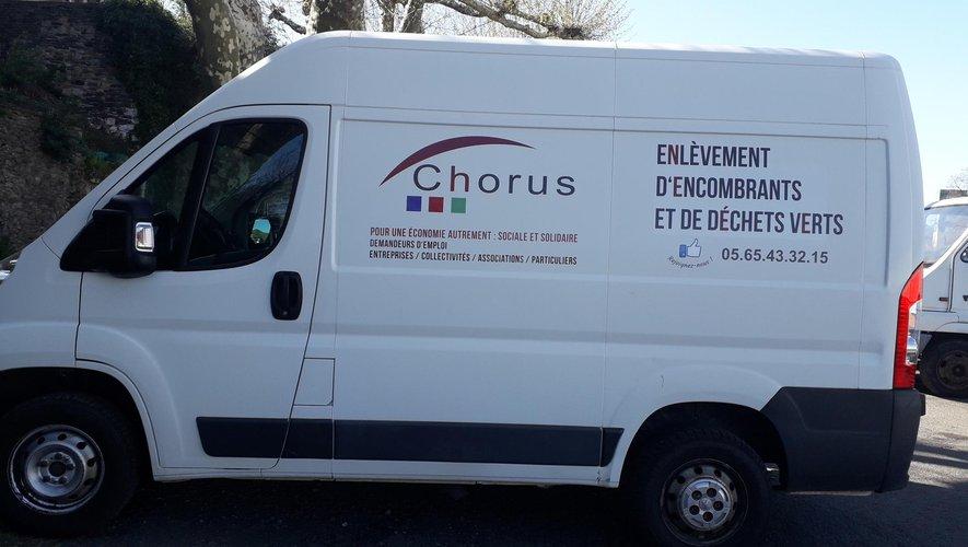 Le Fourgon de Chorus qui enlève les déchets verts et les encombrants.