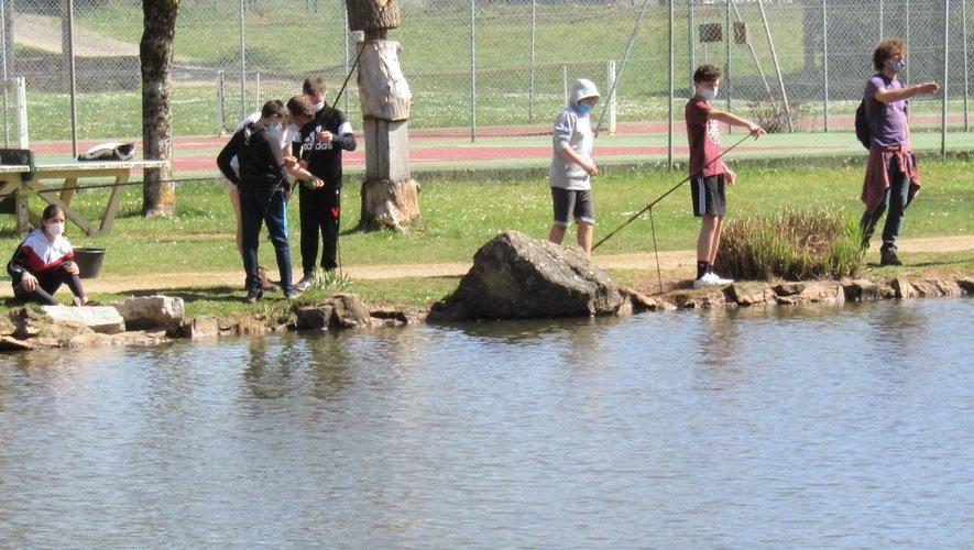 Le plan d'eau sert aussi d'enseignement pédagogique pour les collégiens.