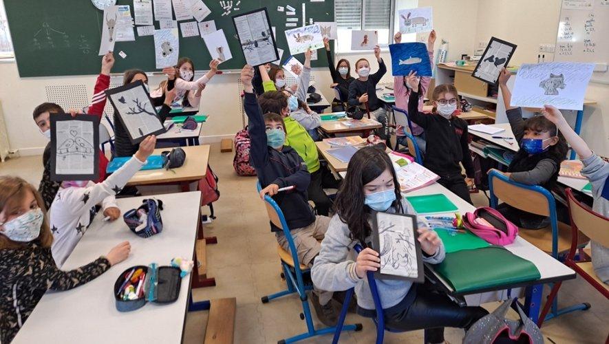 Même le cours d'arts plastiques portait sur le thème du journal : tableaux réalisés par découpage et collage