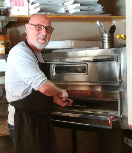 Le bar-pizzeria-snack Le Soleil propose une restauration rapide de qualité
