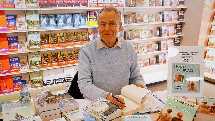 """Louis Mercadié en dédicace, pour la sortie de son dernier roman, """"Pour ma sœur paru"""" aux éditions de Borée."""