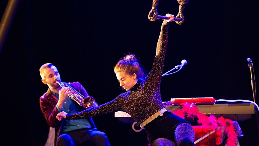 """Anna a découvert les arts du cirque """"un peu par hasard"""".  Elle attend aujourd'hui ka fin de la pandémie. Hervé Dore"""