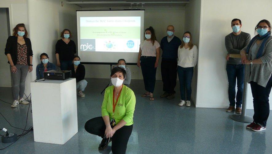 """Autour d'Audrey (MJC) et Gaëlle (CPIE), les participants au lancement  de la démarche """"MJC  Verte""""."""