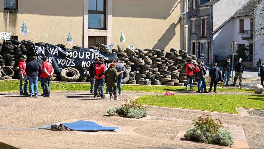 L'objectif des manifestants était de faire une action symbolique en choisissant de murer les entrées des Centres des finances publiques.