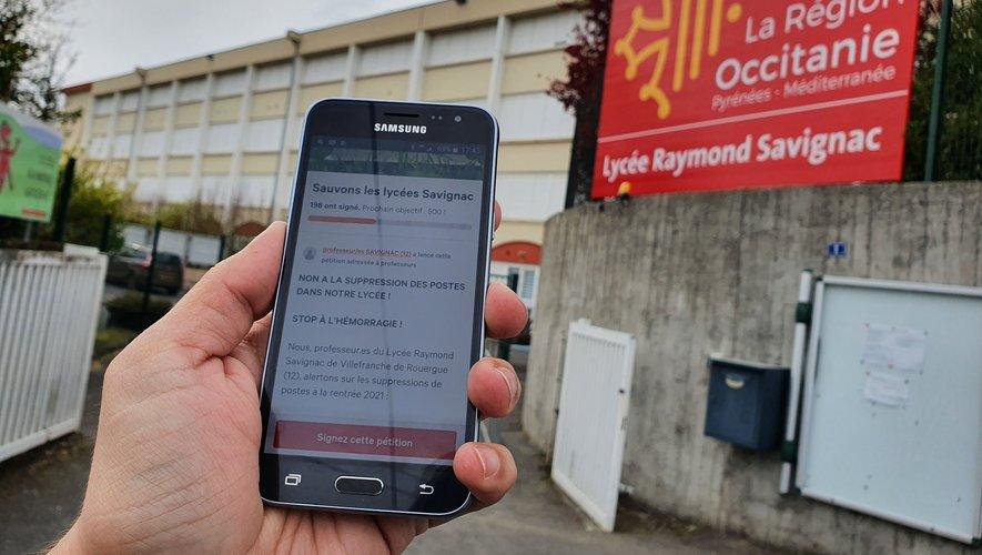 Afin de mobiliser le plus de monde sur leur situation, les professeurs de Savignac ont lancé une pétition en ligne./ Photo C. I.