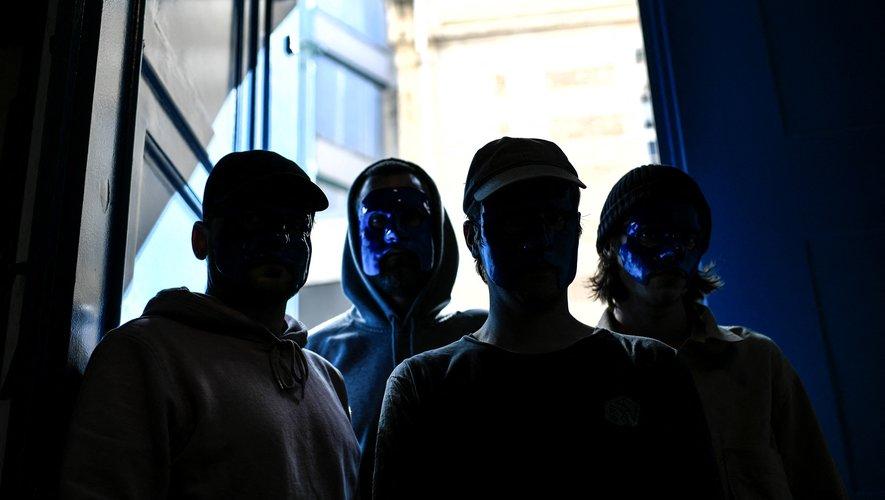 """Après avoir débranché Fauve il y a six ans, ses membres reviennent sous le nom Magenta, avec une électro chantée en français """"qui danse et qui pense""""."""