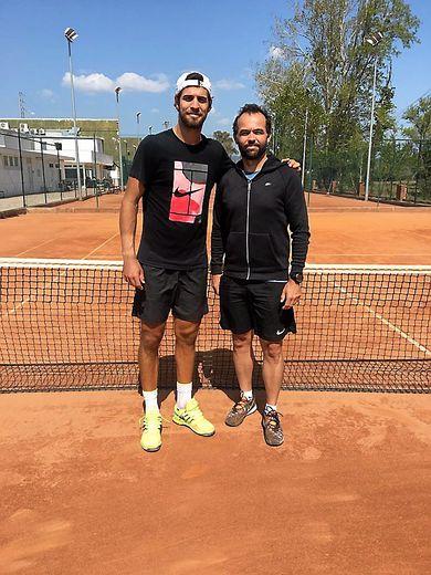Vincent Rabec (à d.) s'occupe du tennisman russe Karen Khachanov.