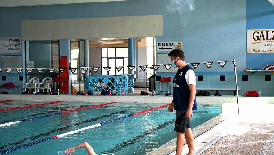 Les nageurs enchaînent les longueurs sous le regard avisé de Sébastien Sudre.