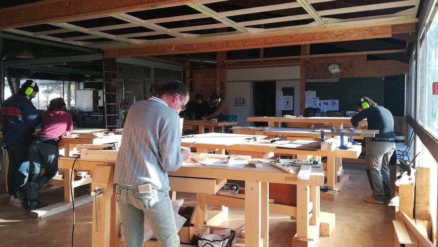 A Lahage, en Haute-Garonne, la menuiserie est la spécialité de la première école de la transition écologique, ETRE.