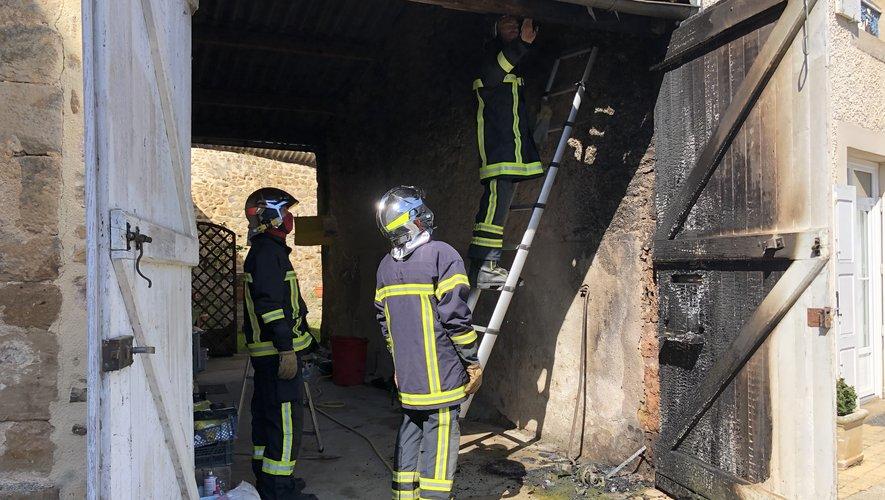Le feu s'est déclaré dans un garage situé au cœur duvillage.