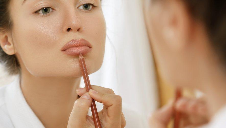"""Le """"lip wings"""" permet d'avoir des lèvres pulpeuses et parfaitement dessinées."""