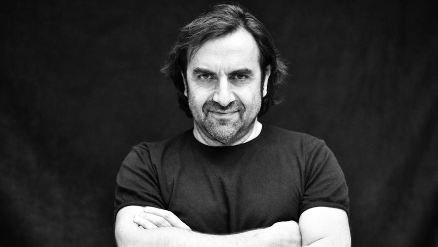 André Manoukian se produira dans les vestiges du cloître de Conques vendredi 23 juillet pour deux concerts en soirées.