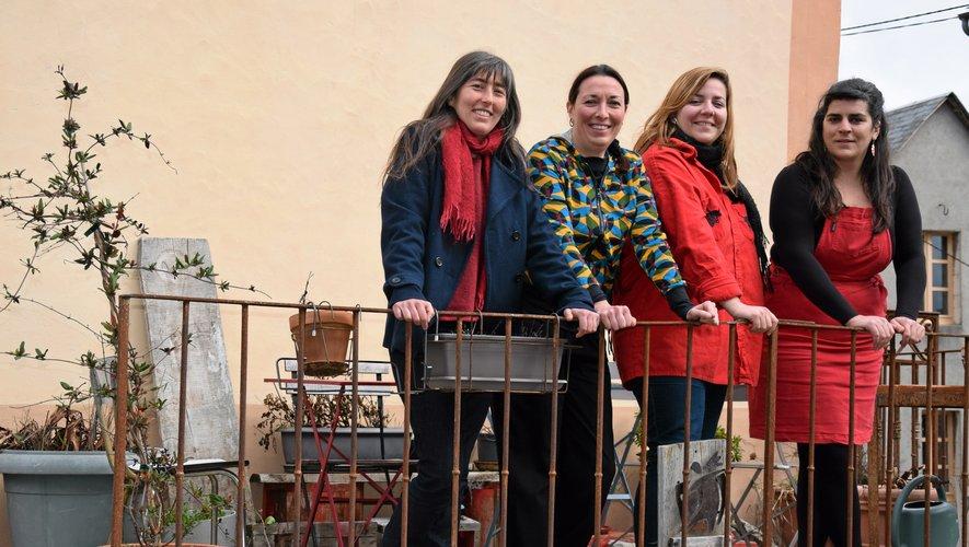 Nathalie Marty (première à partir de la droite) est la gérante depuis quatre ans de la scop Sirventés, basée à Sévérac-le-Château.