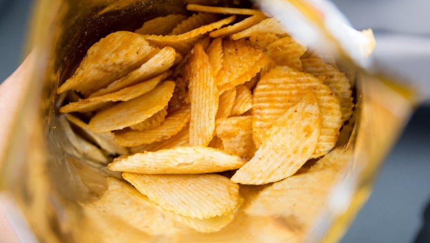 Les jeunes disent préférer des aliments sains (mais mangent tout de même beaucoup de chips).