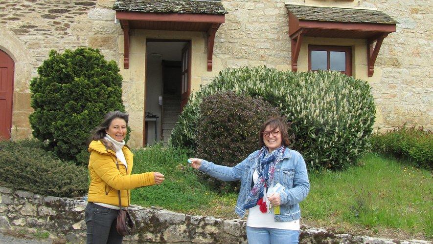 Remise des clés par Madame le maire à Christèle Hérault.