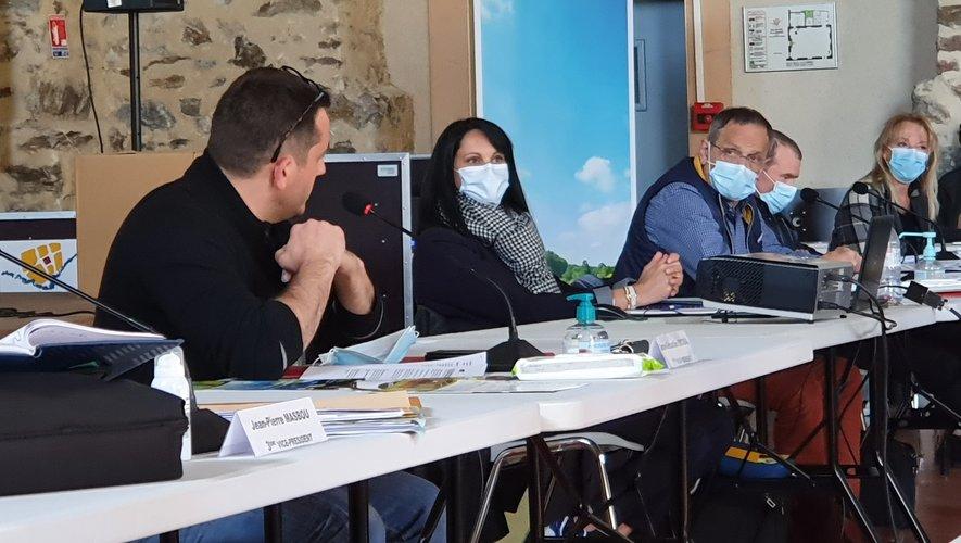 Jean-Sébastien Orcibal (à gauche) a souhaité être assuré que Villefranche serait aidée à la hauteur de sa contribution./ Photo C. I.