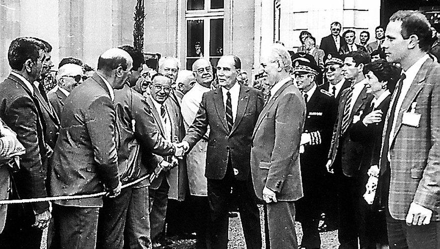 Mitterrand avec Gérard Deruy en 1987 lors de l'inauguration de l'hôpital de Millau.
