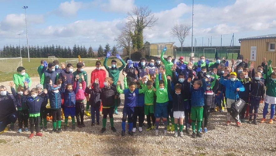 Les footballeurs en herbe participant à cette matinée éco-citoyenne avant le confinement.