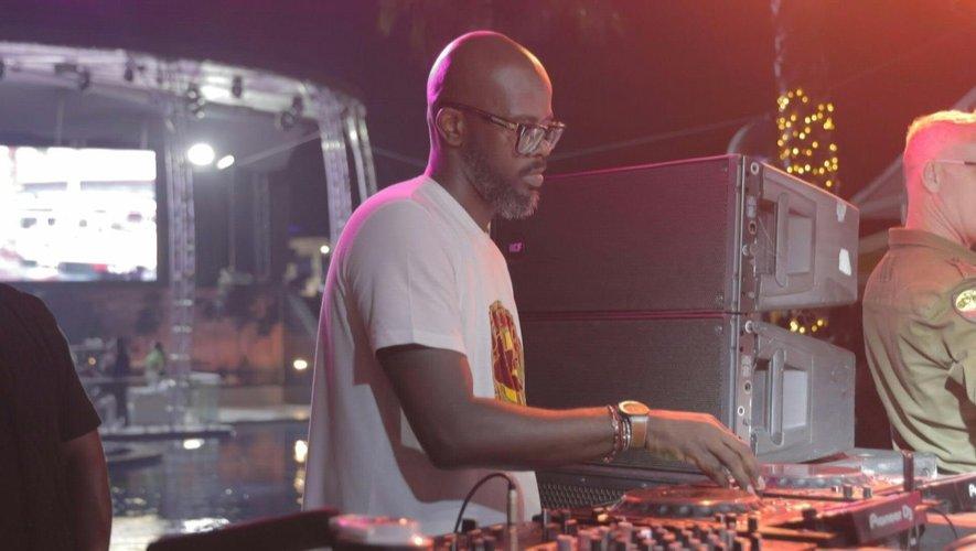 """""""Subconsciously"""", c'est le titre du nouvel album studio du DJ et producteur Black Coffee, dans lequel on retrouve notamment Pharrell Williams, David Guetta ou encore Usher."""