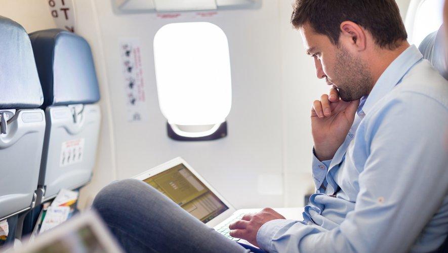 """Selon l'agence de notation américaine Moody's, """"10 à 30% des voyages d'affaires pourraient être remplacés par des solutions virtuelles dans les prochaines années""""."""