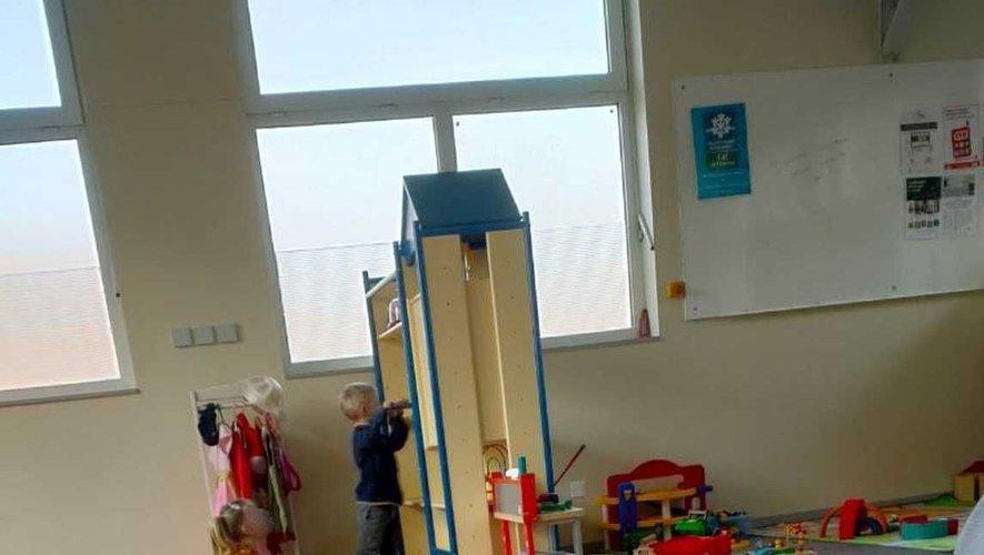 La halte garderie a déménagé dans la salle de technologie rénovée.
