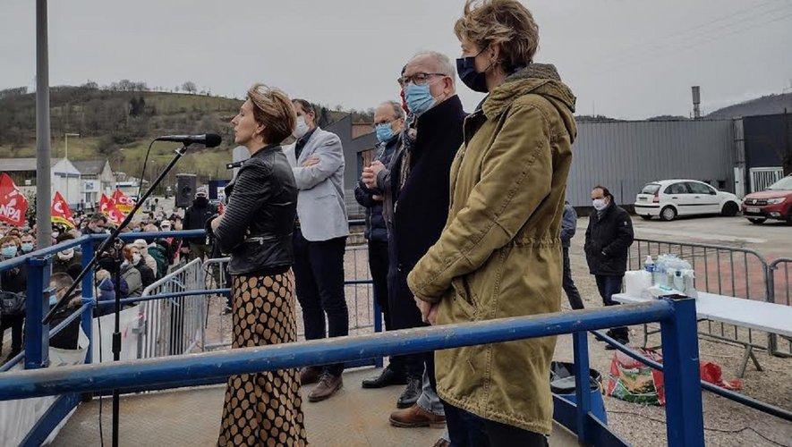 Anne Blanc, ici à droite lors  de la première manifestation  en soutien de Sam, le 21 février dernier à Viviez.