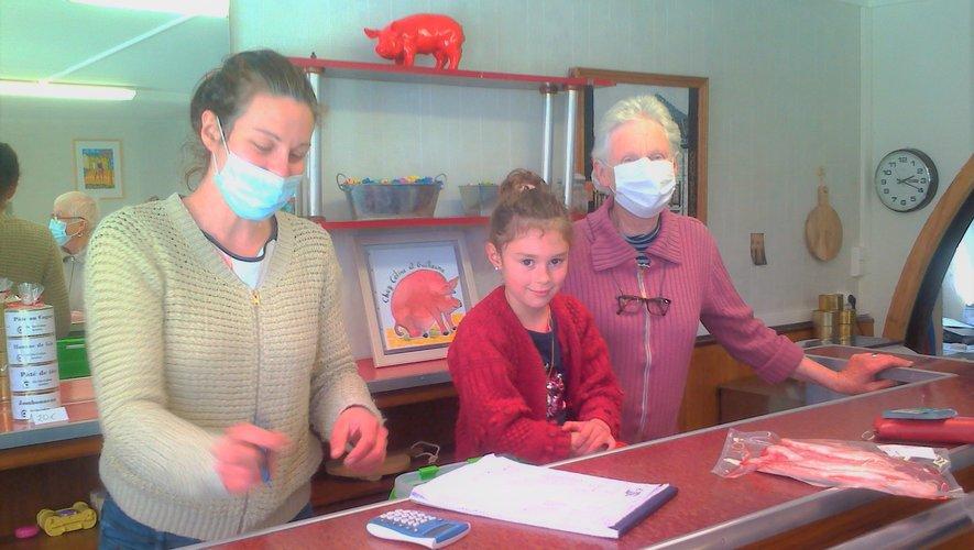 Céline, Manon, Bernadette la grand-mère, trois générations au service des produits porcins.