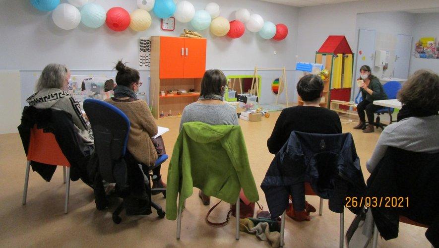 L'atelier a suscité l'intérêt des assistantes maternelles et parents.