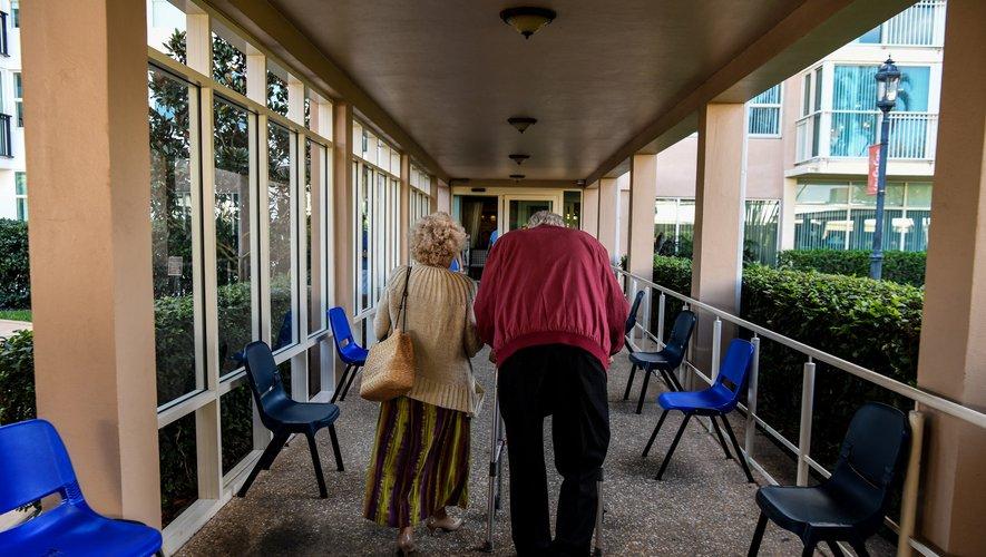 Plusieurs cas de Covid-19 ont touché une maison de retraite aux États-Unis, dont les résidents étaient pourtant vaccinés à plus de 90%, suite à l'introduction d'un variant par un membre non vacciné du personnel.