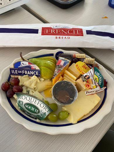 """""""L'ultime"""" repas de Thomas Pesquet sur la terre."""
