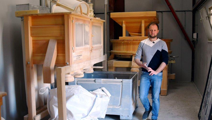 Florian Boubal a trouvé un moulin traditionnel à meule de pierreen Autriche. Au sein de la ferme, les quatre membres de la familleet les trois salariés s'occupent de la fabrication des pâtes, mais également des brebis laitières et de la volaille. Sans oublier la récolte du blé.