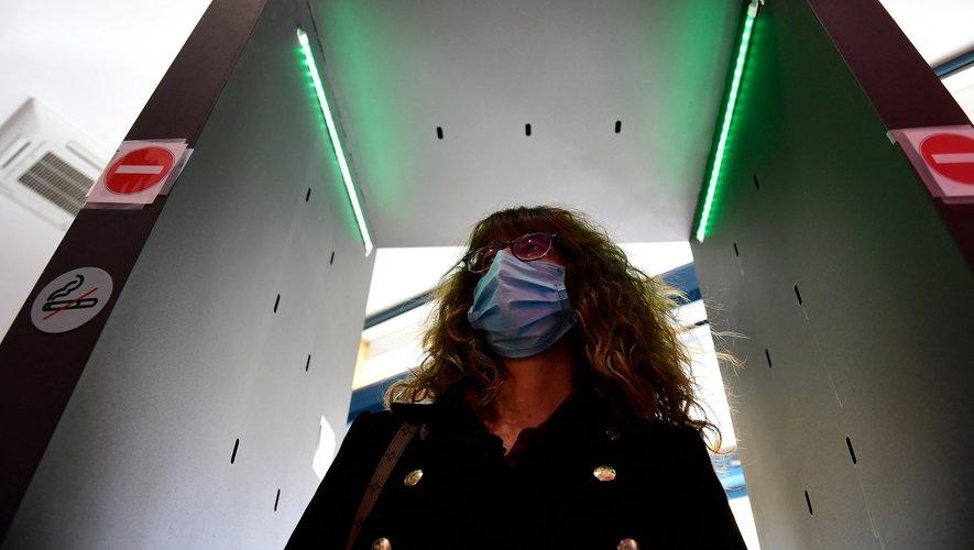Des portiques désinfectants, diffusant une fine brume virucide, comme porte de sortie à la crise sanitaire ?