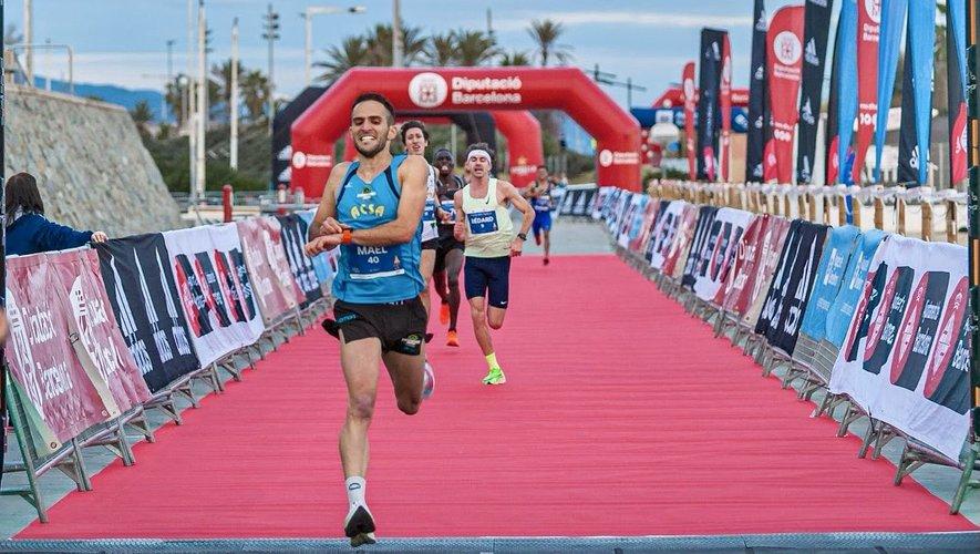 Maël Alric avait conclu l'année 2020 avec une très belle performance, à la Cursa dels Nassos, à Barcelone, franchissant la ligne d'arrivée de ce 10 km en 28'59'', nouveau record de l'Aveyron.