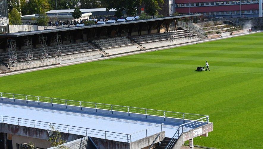 Moins d'eau pour l'arrosage de la pelouse du stade Paul-Lignon.