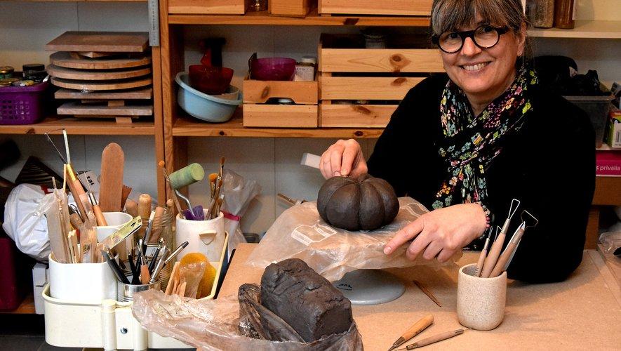 Nathalie Nedelec a créé son nouvel atelierde céramique dans sa maison du hameaude Labro, où elle a trouvé un environnement particulièrement propice à la création.