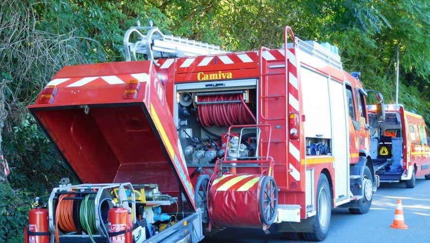 Peu avant 16 heures, l'incendie était maîtriséet les sapeurs-pompiers occupés à sécuriser la toiture.