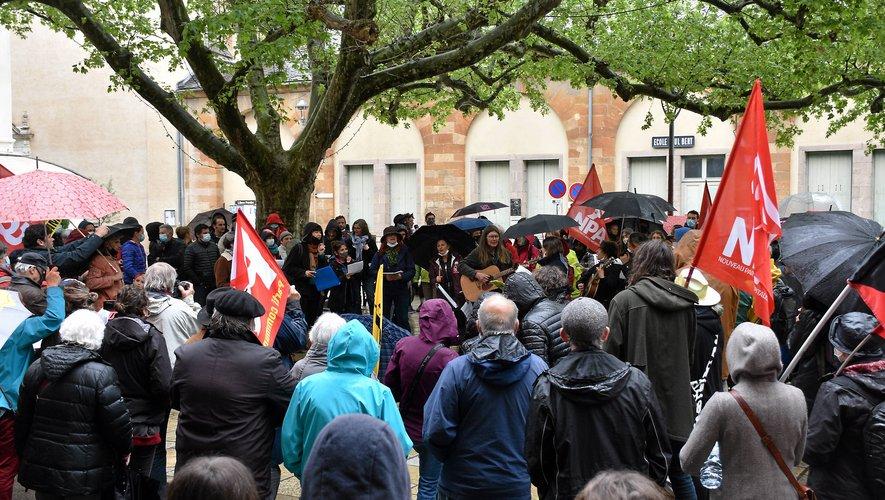 Une manifestation festive à Millau autour des acteurs de la culture.