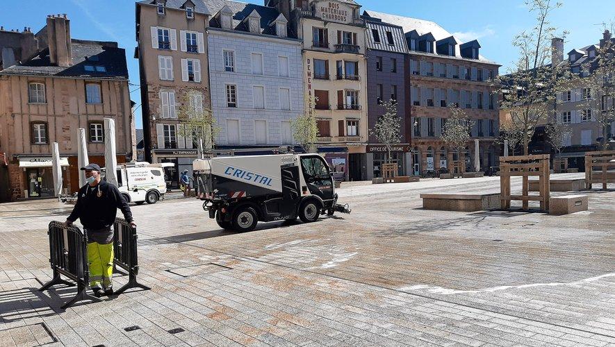 """La place de la Cité se fait bichonner avant  la """"vitrification"""" prévue mercredi…"""