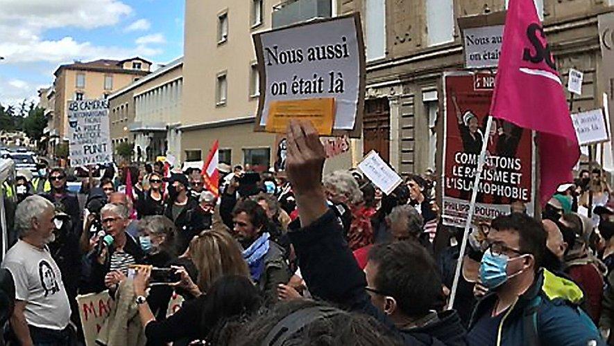 """Les mis en cause dénoncent un procès """"politique"""". Ils ont reçu beaucoup de soutien."""