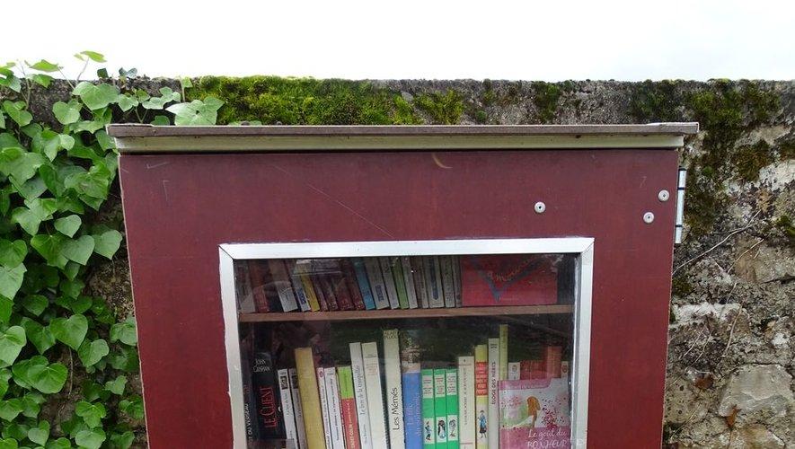 Une boîte à livres qui complète l'offre de la bibliothèque municipale.
