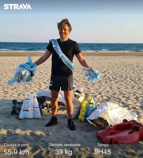 Clément Chapel et les 39 kg de déchets ramassés en parcourant 55 km.