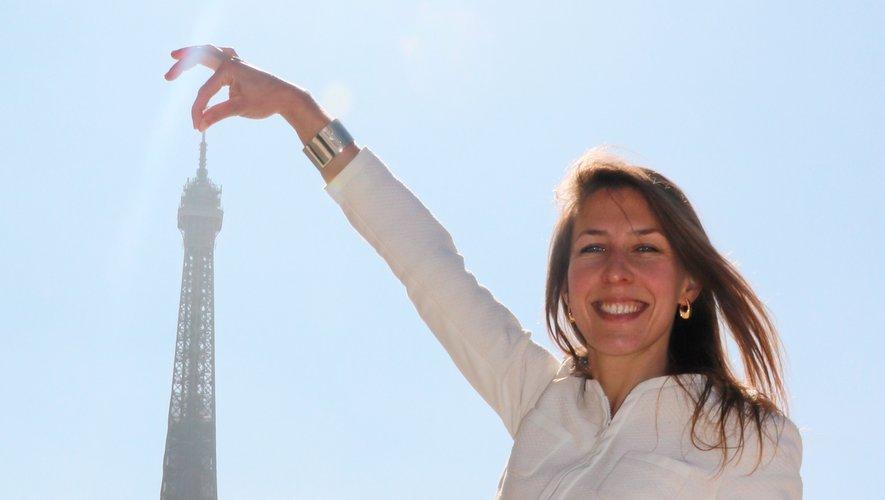 Emilie Picou a fait la promotion de son EP sur l'esplanade du Trocadéro à Paris.