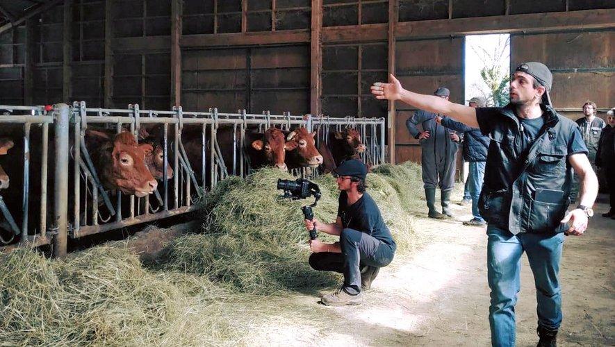 Derrière la caméra du reportage : Fiasco Productions.