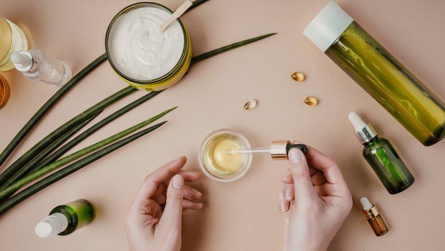 En quête de naturel, les consommateurs se tournent de plus en plus vers les huiles essentielles pour leur routine beauté.
