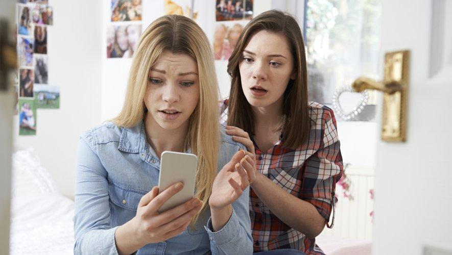 55% des Américains de plus de 18 ans se disent épuisés par le nombre de publications et de discussions sur des sujets politiques qu'ils voient sur les réseaux sociaux.