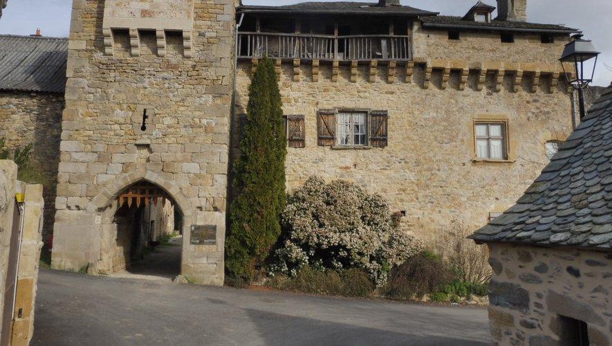 Le fort de Flaujac se positionne  comme un monument remarquable