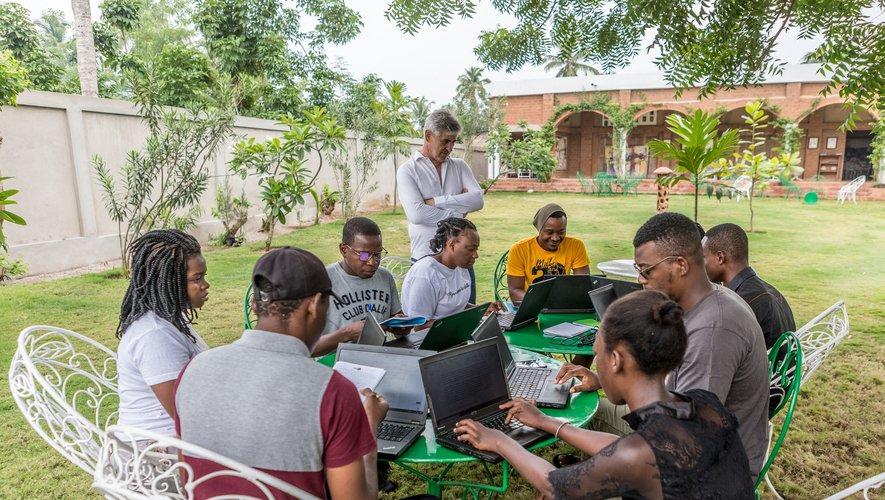 Ces scénaristes venus de cinq pays (Bénin, Burkina Faso, République démocratique du Congo, Sénégal, Togo) participent depuis début avril à une résidence d'écriture scénaristique.