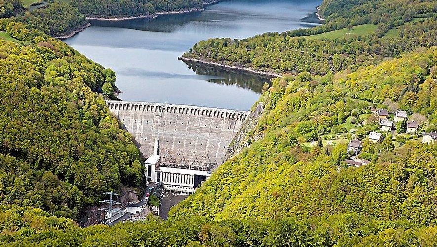 Imaginez les chutes du Niagara couler sur le barrage de Sarrans...