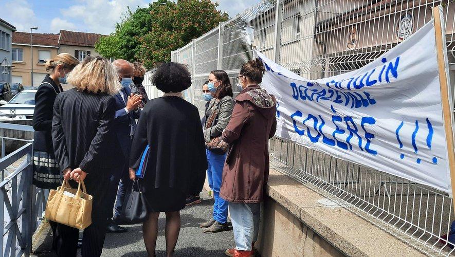 Le dialogue a eu lieu devant la maternelle Jean-Moulin.