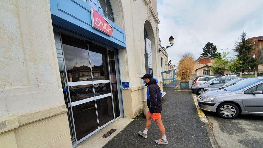 La gare de Villefranche-de-Rouergue a ses usagers mais peine à combler toutes leurs attentes./ Photo C. I.